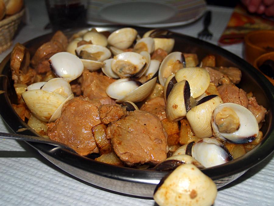 Carne de Porco à Alentejana | Saudades de Portugal