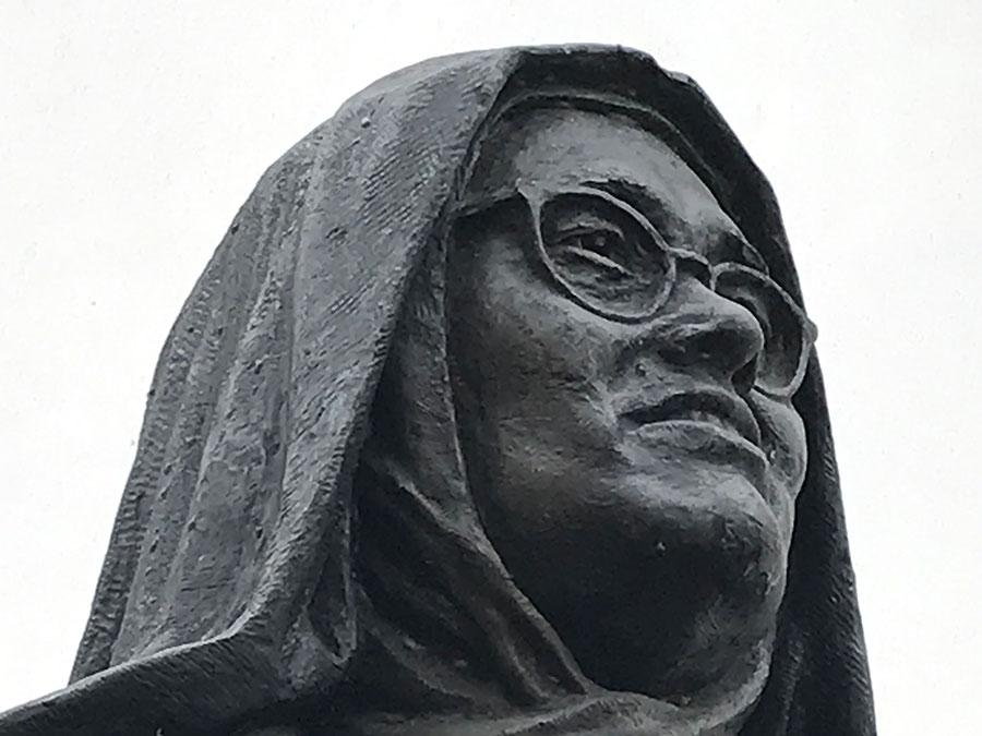 Compleet Coimbra: Irmã Lúcia - een Portugese 'Soeur Sourire'?